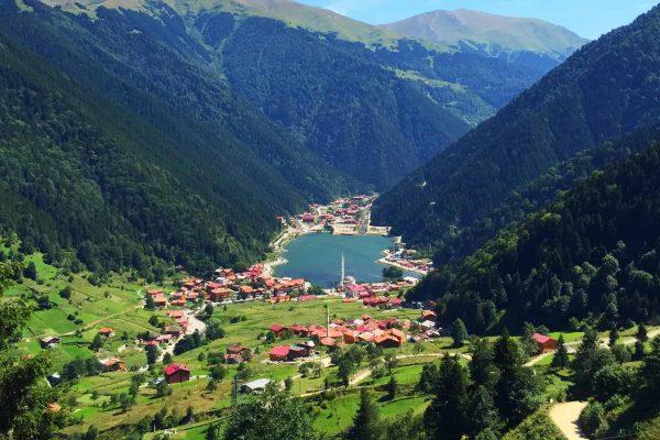 قرية وبحيرة اوزنقول Uzungöl
