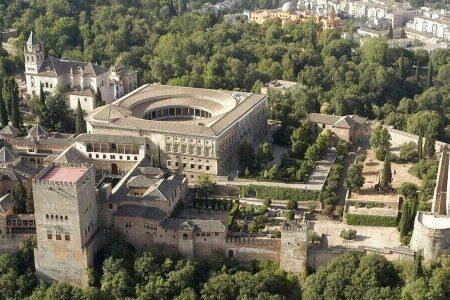قصر الحمراء اسبانيا اين يقع؟