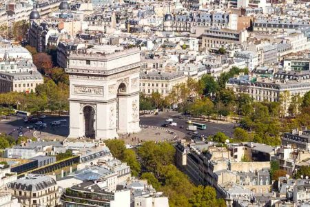 اين موقع قوس النصر في باريس