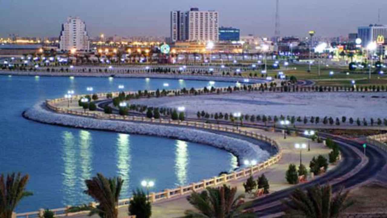 موقع الخبر وما المسافة بينها وبين اهم مدن السعودية؟