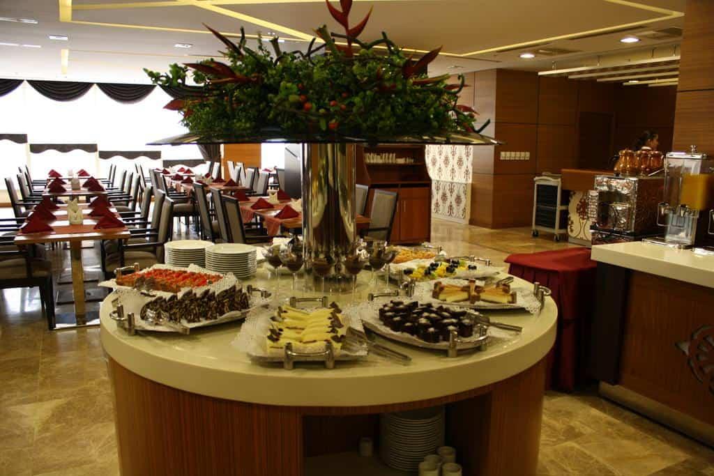 خيارات الطعام في فندق قفقاز بوينت باكو