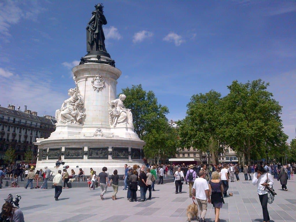 افضل5 انشطة في ساحة الباستيل في باريس فرنسا