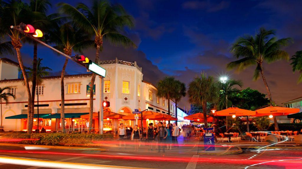 التسوق على طول شاطئ ميامي