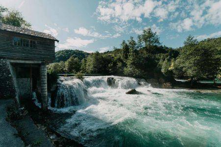 اين تقع بيهاتش والمسافات بين اهم مدن البوسنة