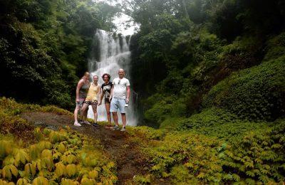 جولة رائعة وسط شلالات جت جت في بالي اندونيسيا