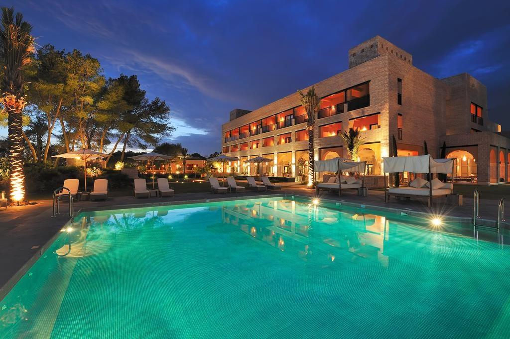 اطلالة رائعة لأحد افضل فنادق ماربيا اسبانيا