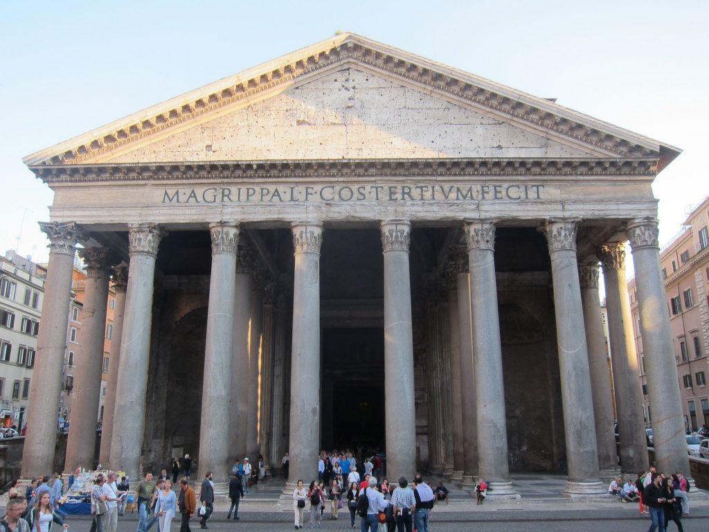 مبنى الباثنيون روما من الخارج