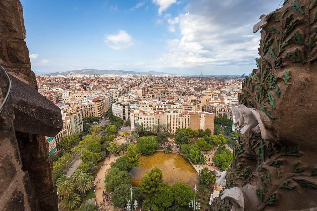 المنظر من أحد أبراج كنيسة ساغرادا فاميليا برشلونة