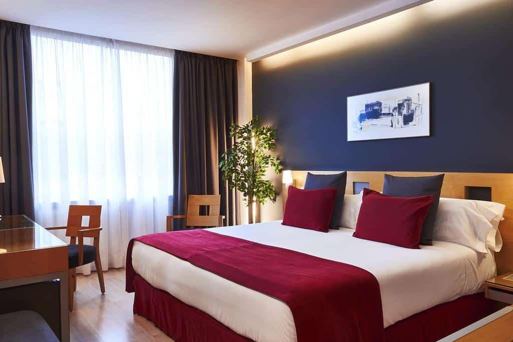 فندق آيري كاسبي بالقرب من كنيسة ساغرادا فاميليا برشلونة