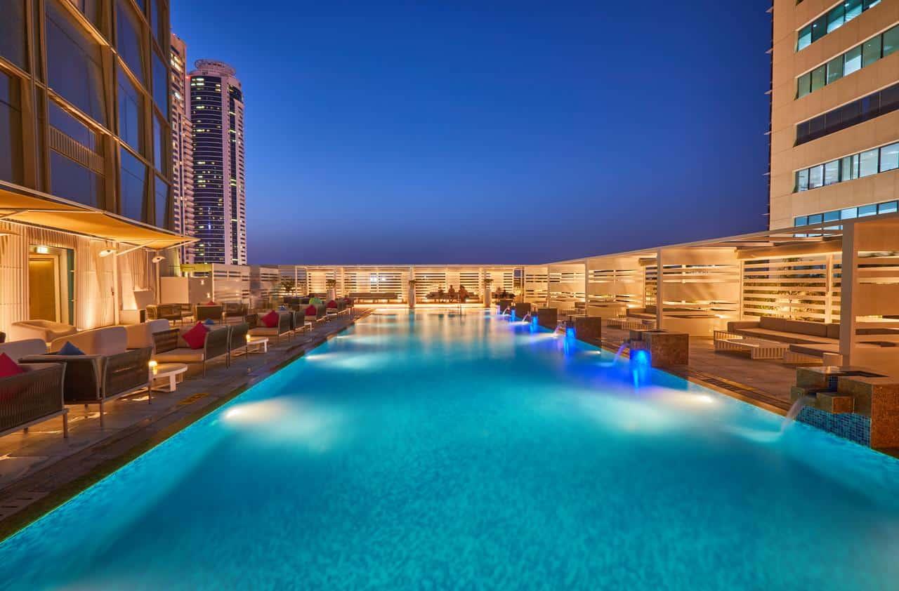 مسبح فندق ميديا ون دبي