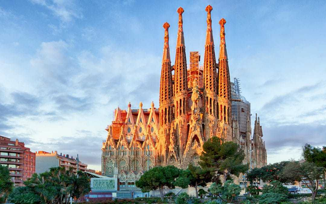 كنيسة ساغرادا فاميليا برشلونة