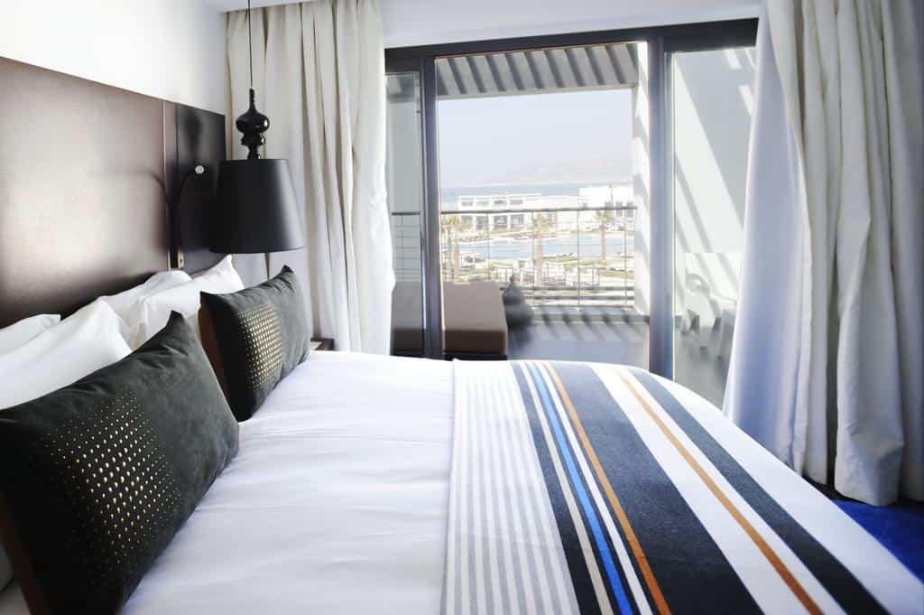 إحدى غرف النوم في الفندق