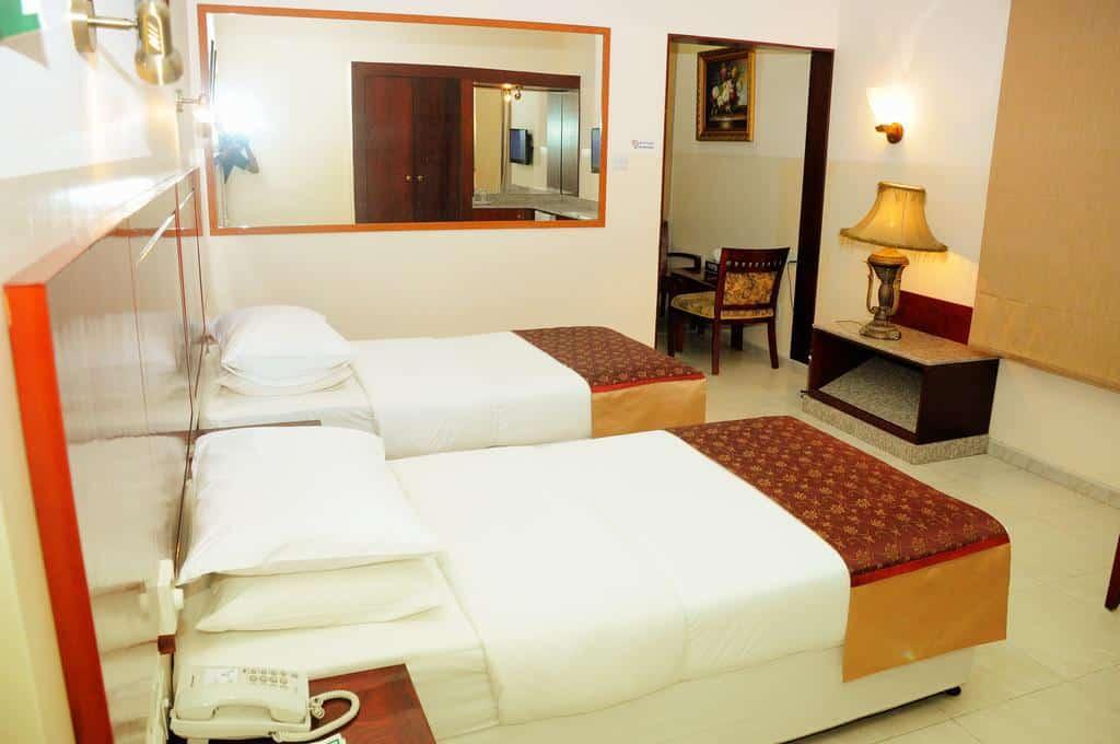 إحدى غرف النوم في فندق سمرساندس