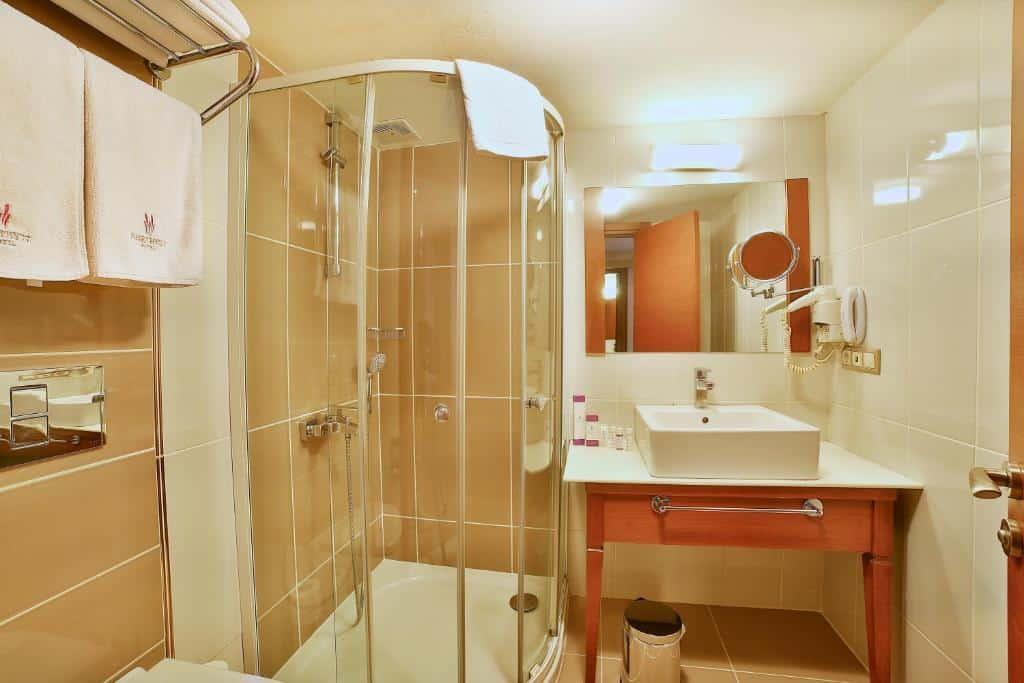 حمام غرفة قياسية