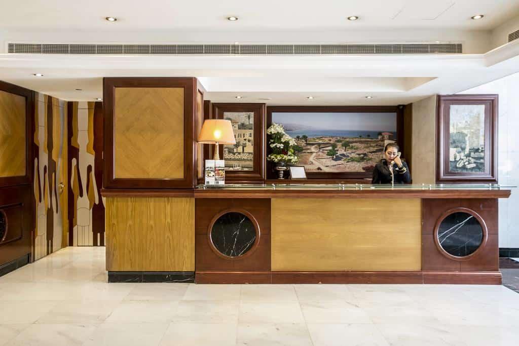 مكتب الاستقبال قي فندق بيبلوس دبي