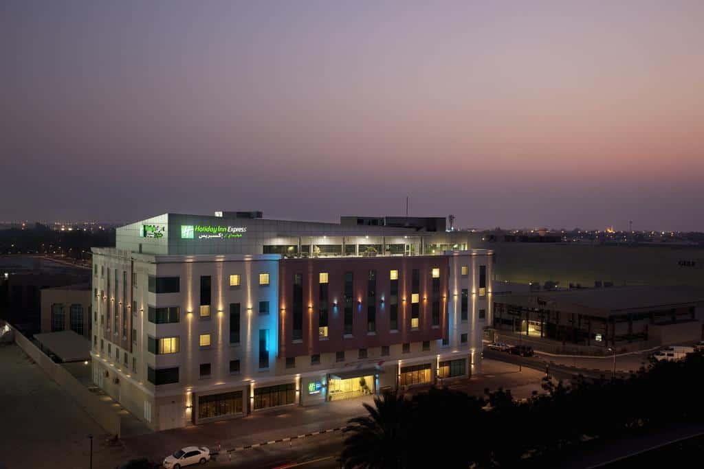 تقرير بالتفصيل عن فندق هوليدي ان الصفا دبي