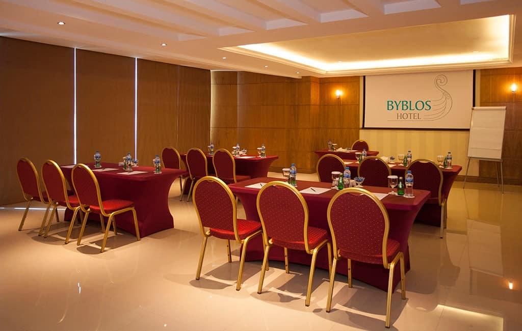 غرفة مؤتمرات في فندق بيبلوس دبي