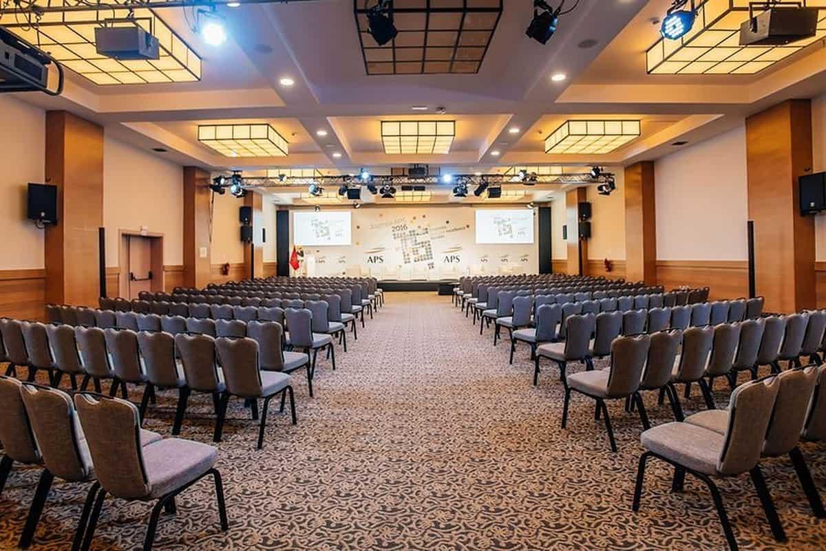 قاعة مؤتمرات بالفندق