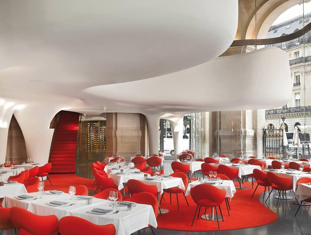 تناول الطعام في مطعم القصر