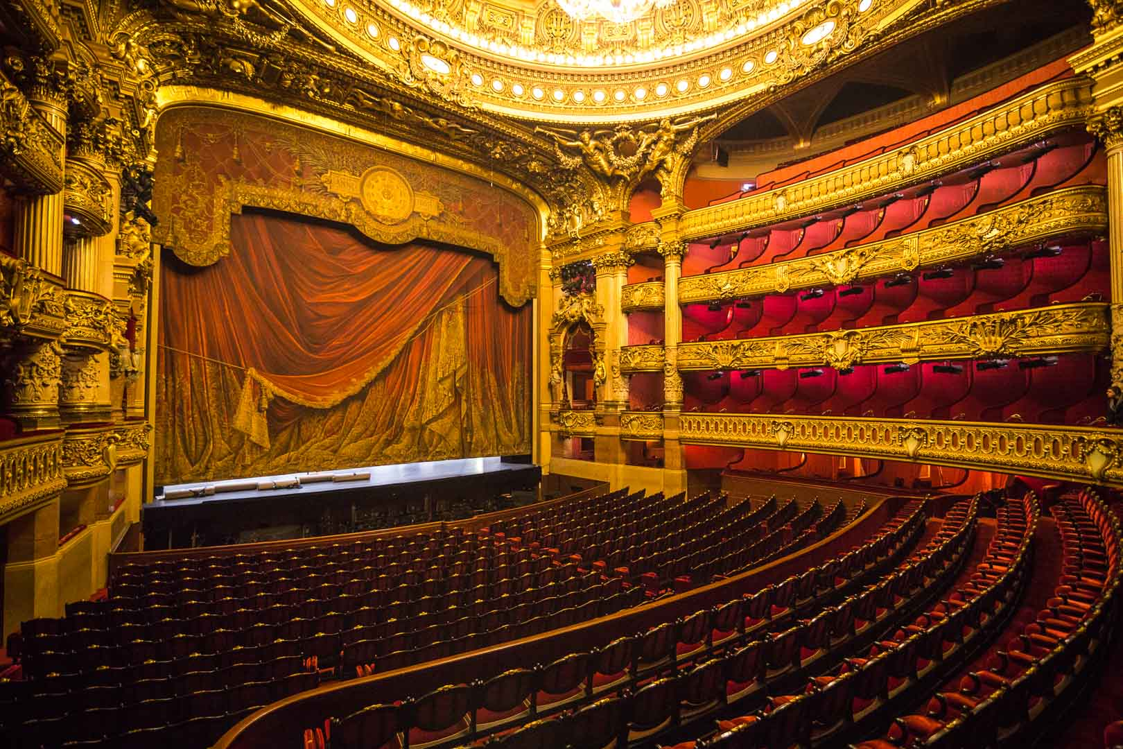 زيارة مسرح الأوبرا داخل القصر