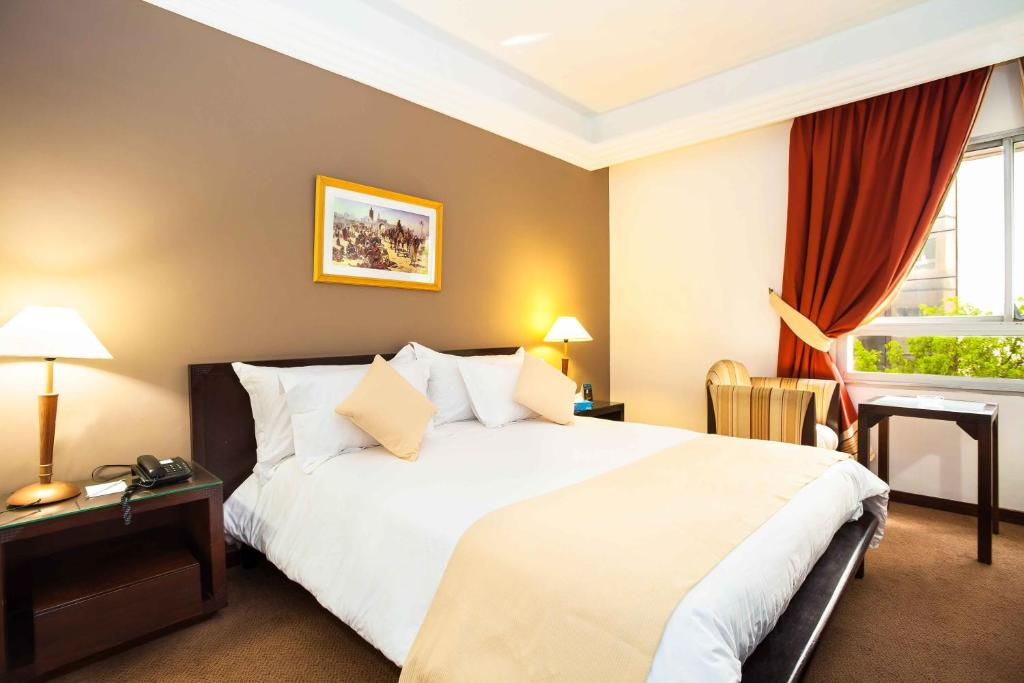 غرفة قياسية بسرير مزدوج