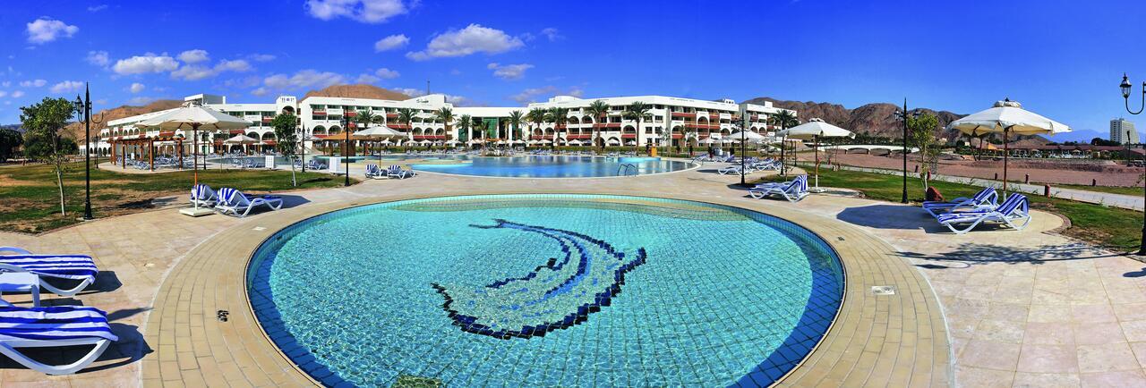 مسبح في الفندق
