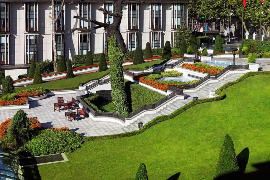 حديقة فندق فور سيزون اسطنبول البوسفور