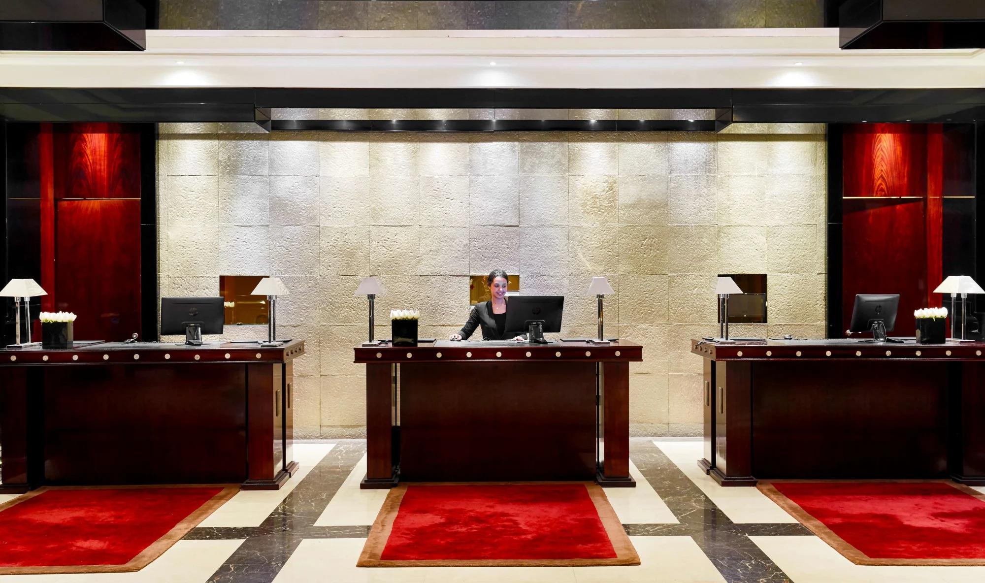 مكتب الاستقبال في الفندق