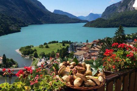 تقرير مصور عن قرية و بحيرة مولفينو ايطاليا