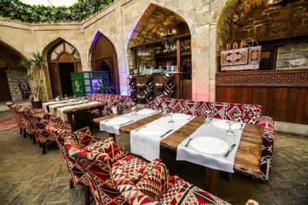تقرير مصور عن مطعم حديقة الفن باكو