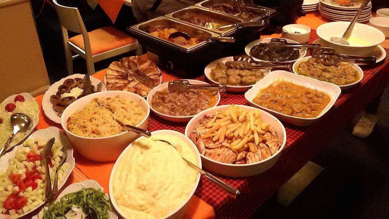 صورة لعدة وجبات في مطعم سيندي سراييفو