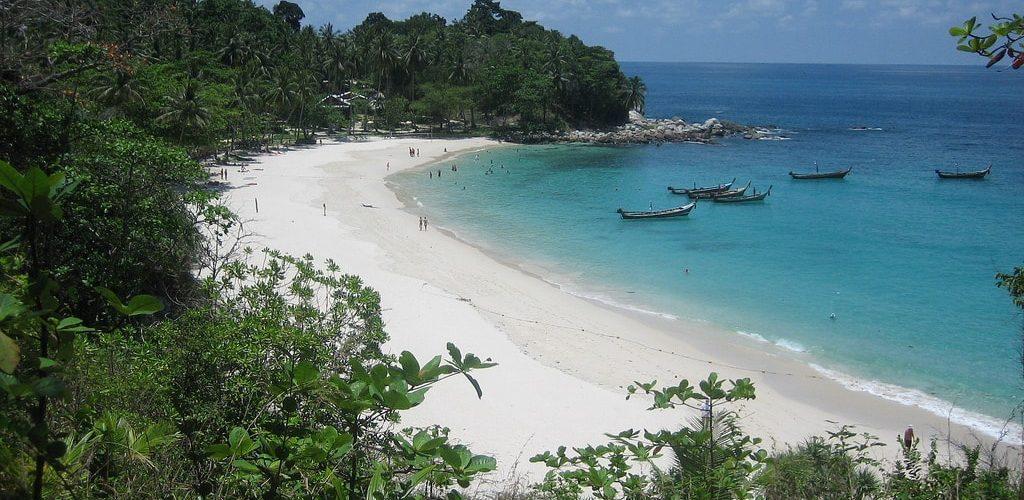 شاطئ جونونج بايونج بيتش اجمل 3 شواطئ في اندونيسيا