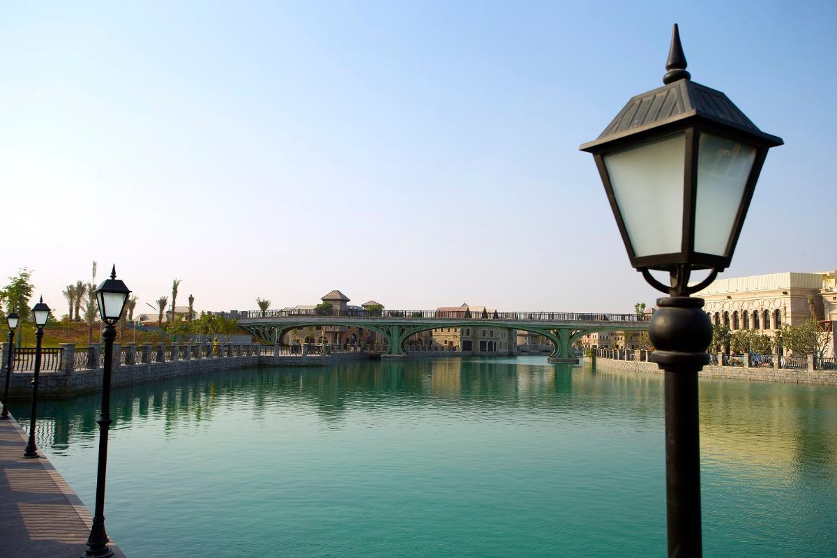 صورة لاحد معالم مجمع ريفرلاند دبي