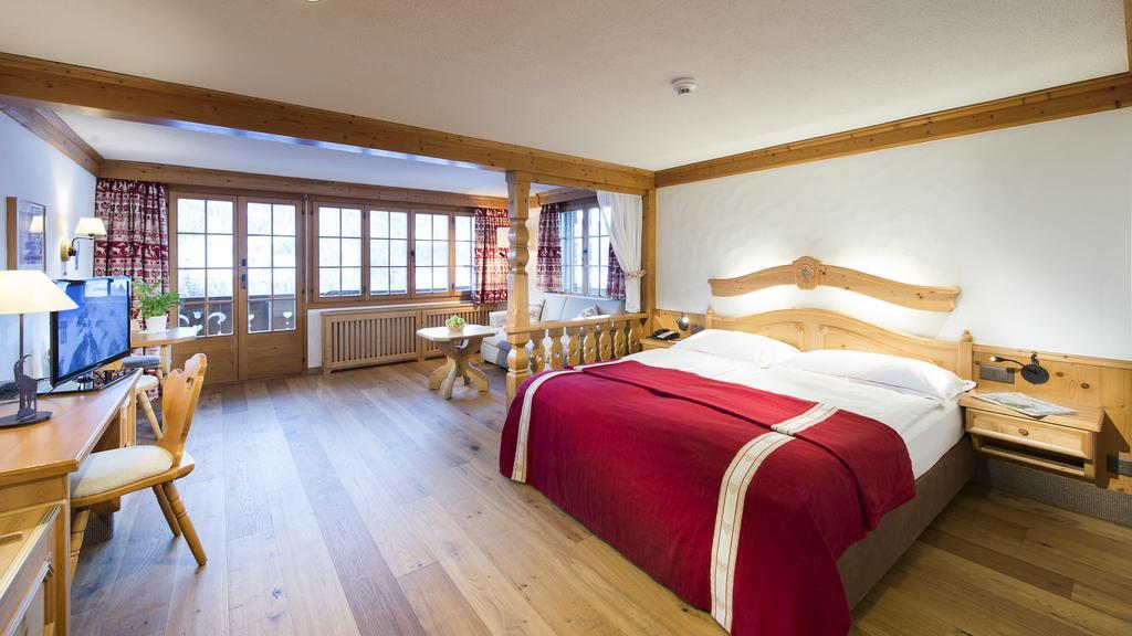صورة لاحد الغرف الفاخرة في شاليه لو غراند سويسرا