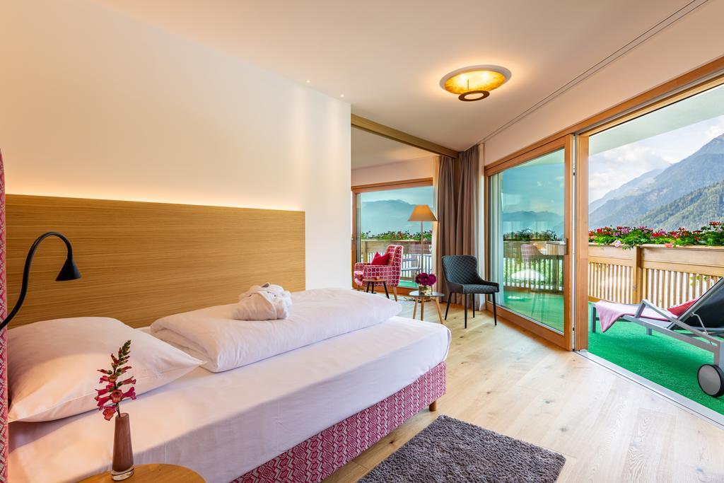صورة لاحد الغرف في فندق دير فيردينسير ايطاليا