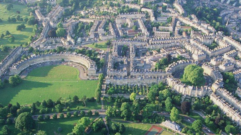 صورة الهلال الملكي في مدينة باث بريطانيا