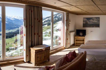 تقرير عن فندق و مطعم كلوسنروف النمسا مع الصور