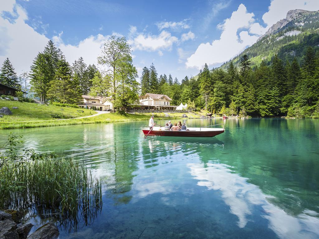بحيرة بلوسي سويسرا
