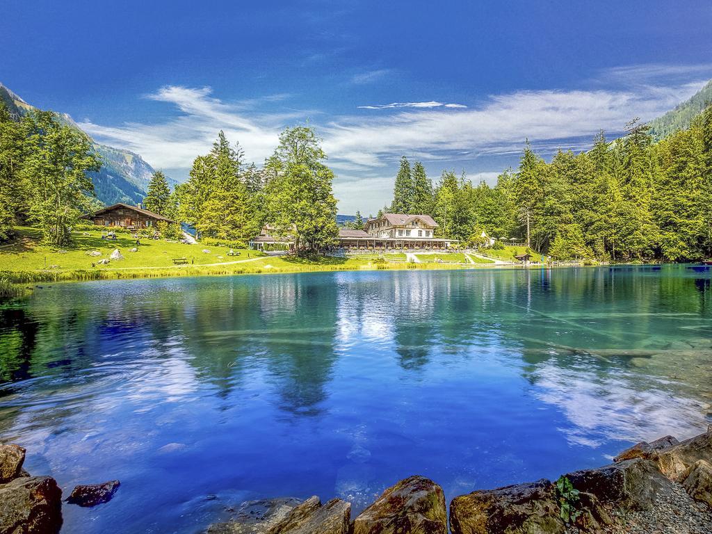 صورة لبحيرة بلوسي سويسرا