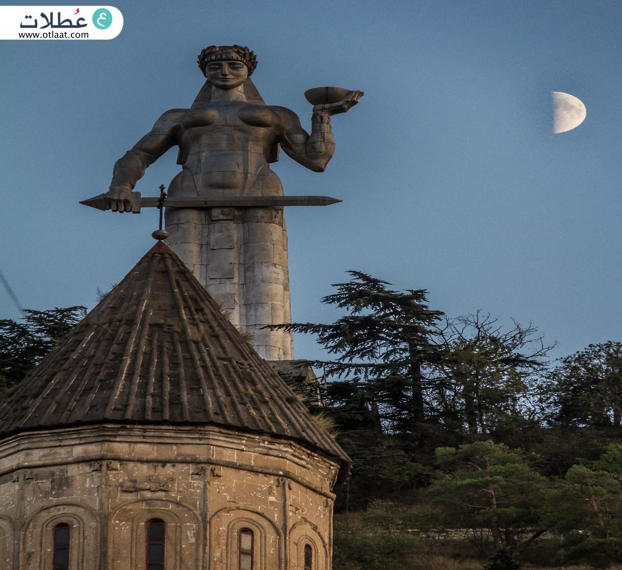 تمثال الأم جورجيا