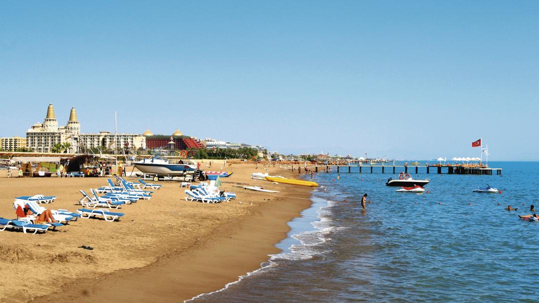 شاطئ لارا Lara Beach أحد شواطئ انطاليا