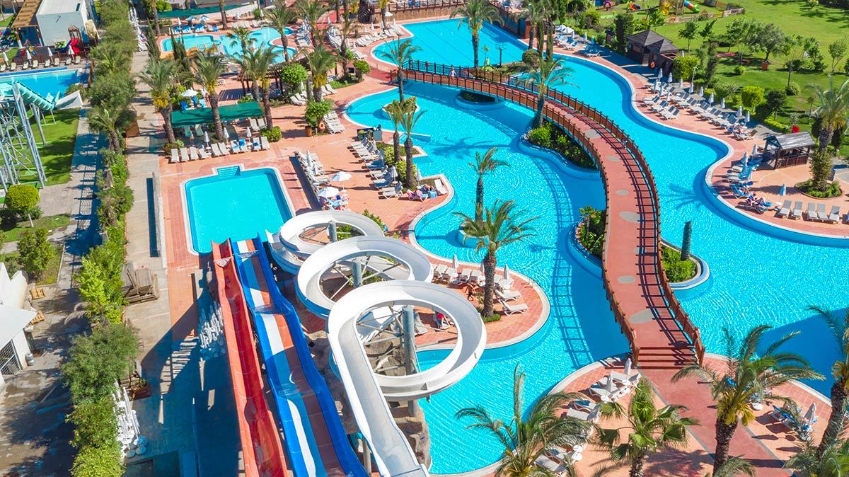 حمامات السباحة الكبيرة
