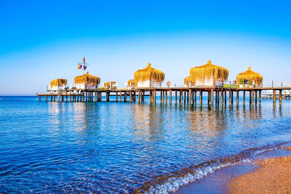 شاطئ فندق ليبرتى لارا