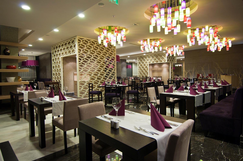 مطاعم فندق رمادا بلازا