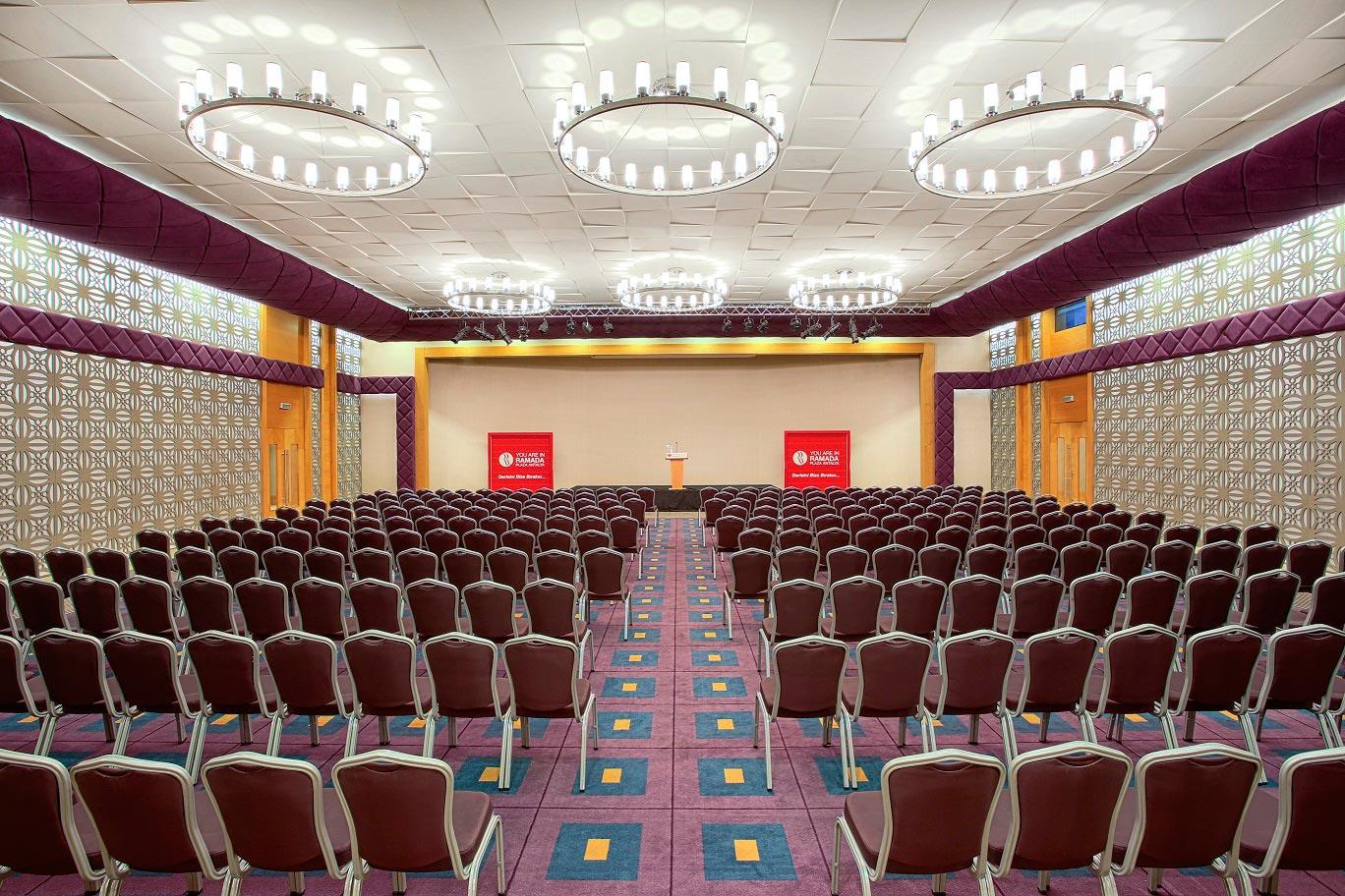 قاعات المؤتمرات فندق رمادا بلازا